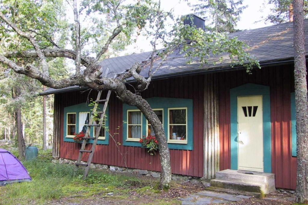 Oivalan tila sijaitsee Helsingin Laajasalon edustalla Villingin saaressa.